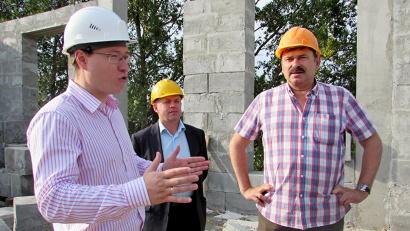 На стройплощадке будущего культурного центра. Фото газеты «Каргополье»