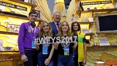 Стенд Поморья посетил полномочный представитель Президента России в Северо-Западном федеральном округе Николай Цуканов