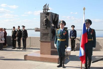 Памятник «Участникам Северных конвоев» установлен на набережной Северной Двины