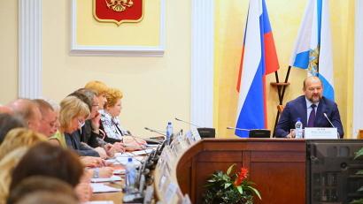 В диалоге с Игорем Орловым приняли участие представители министерства здравоохранения во главе с Ларисой Меньшиковой, руководители медицинских организаций, врачи, представители депутатского корпуса и общественных организаций