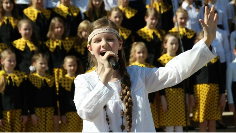 В Архангельске на площади около областного театра Драмы имени М.В. Ломоносова  выступят детские, любительские и профессиональные хоры