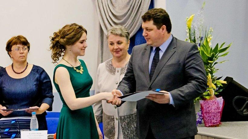 Министр здравоохранения Антон Карпунов пожелал выпускникам пронести интерес к профессии через всю жизнь