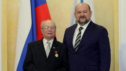 Среди награждённых знаком отличия «За заслуги перед Архангельской областью» – ветеран Великой Отечественной войны Игорь Гринблат