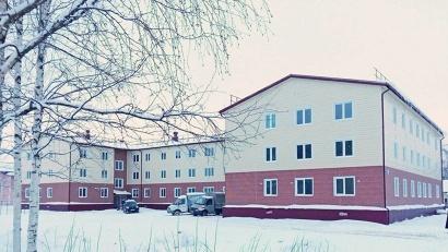 Трёхэтажный дом построен по каркасной технологии. Гарантия на него действует в течение пяти лет. Фото газеты «Холмогорская жизнь»