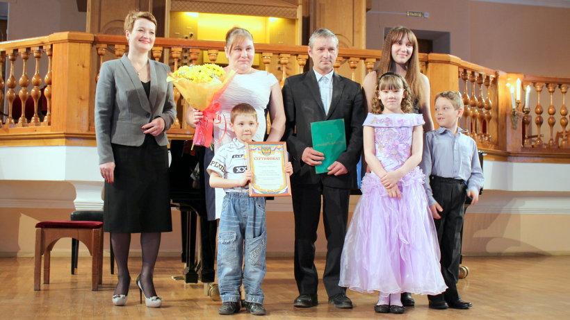 Пресс центр Дипломы многодетным семьям Поморья вручила заместитель губернатора по социальным вопросам Екатерина Прокопьева