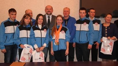 Игорь Орлов со спортсменами, наставниками и руководителями лыжной сборной Архангельской области