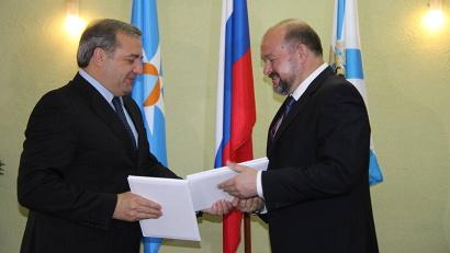 Соглашение подписали министр МЧС Владимир Пучков и временно исполняющий обязанности губернатора Архангельской области Игорь Орлов