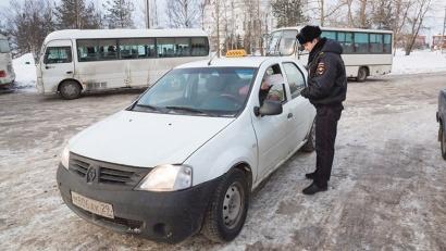 В одном Архангельске ныне работают около десятка крупных фирм-операторов такси. Фото Артёма Келарева