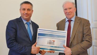 Владимир Павленко и Игорь Скубенко представили проект здания научно-лабораторного комплекса Федерального центра.