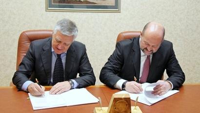 Соглашение о сотрудничестве подписали губернатор Игорь Орлов и директор Северо-западного института управления Владимир Шамахов