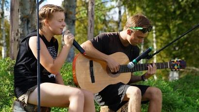 Каждый желающий смог проявить себя в «Свободном микрофоне» – творческом мероприятии, которое позволило раскрыть таланты ребят