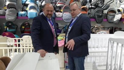 В одном из магазинов Баку продаются детские кровати, произведённые в Архангельске