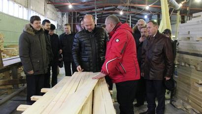 Директор ООО «Рязаново-ДОК» Игорь Иванов рассказал губернатору об особенностях производства