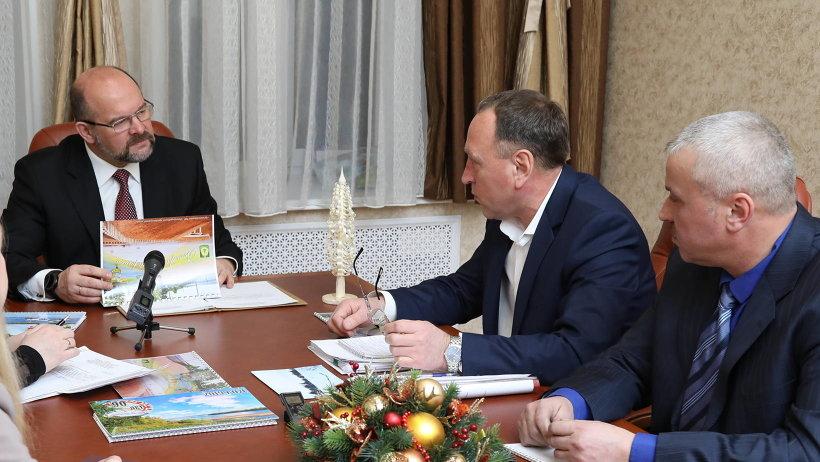 Игорь Орлов обсудил важные вопросы с главой Виноградовского района Алексеем Таборовым