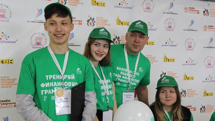 В торжественной церемонии открытия принял участие легендарный хоккеист, заслуженный мастер спорта Игорь Гапанович
