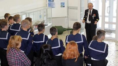 Первыми посетителями стали ветераны Северного морского пароходства и воспитанники Архангельского морского кадетского корпуса