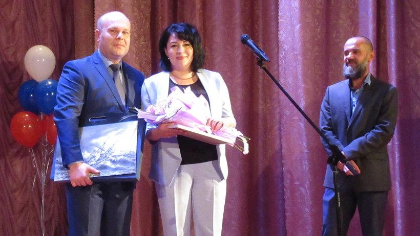 Виктор Иконников вручил благодарность губернатора Архангельской области коллективу музея
