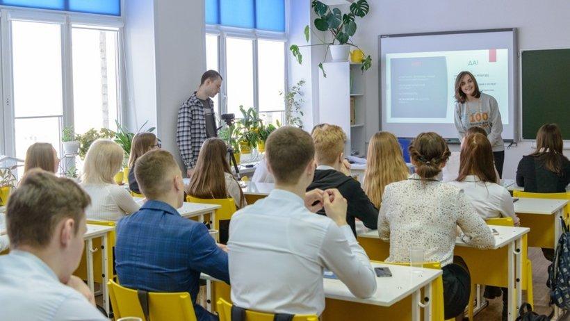Инициатором всероссийской акции «100 баллов для победы» является Федеральная служба по надзору в сфере образования и науки