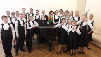 Сводный хор «Весна» ДШИ №28 из с. Ильинско-Подомское Вилегодского района (руководитель Ирина Суворова)