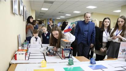 Школьники Архангельска представили на выставке свои лучшие работы в легостроении и робототехнике/П. Кононов