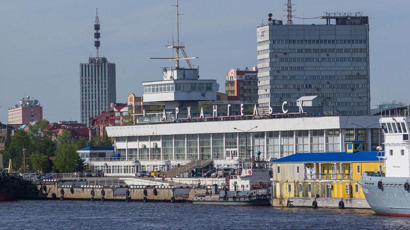 Морской-речной вокзал был открыт в 1972 году