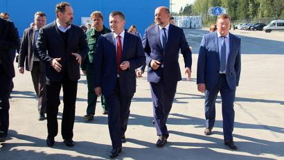 Экскурсию по производству провёл генеральный директор группы компаний «УЛК» Владимир Буторин
