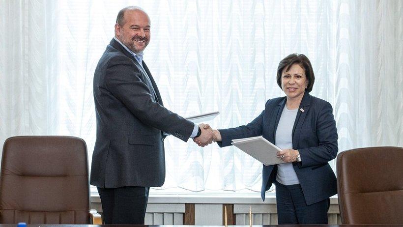 Игорь Орлов подписал соглашение с Ириной Родниной о развитии школьного спорта
