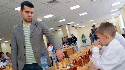 Ребята приняли участие в сеансе одновременной игры с гроссмейстером Яном Непомнящим, чемпионом России и чемпионом Европы 2010 года