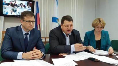 Заместитель руководителя координационного центра Андрей Пащенко и министр Антон Карпунов подвели итоги встречи