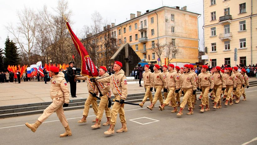 Впервые юнармейцы приняли участие в параде 9 мая в Архангельске