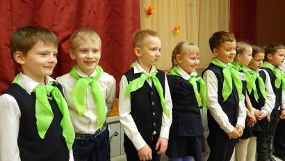 Отличительный знак эколёнка – зелёный галстук