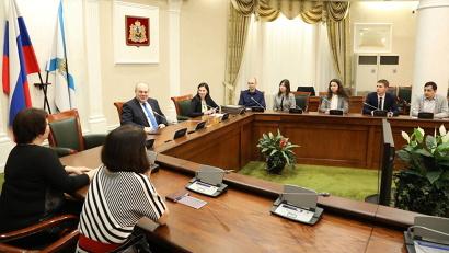 Благодарственные письма сотрудникам и студентам САФУ вручили сегодня в правительстве региона
