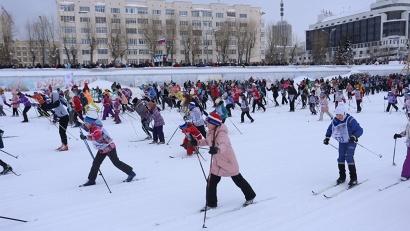 Первыми на старт вышли школьники. Дистанция 2000 метров