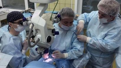 Операции при отслойке сетчатки глаза требуют индивидуального подхода и высоких технологий