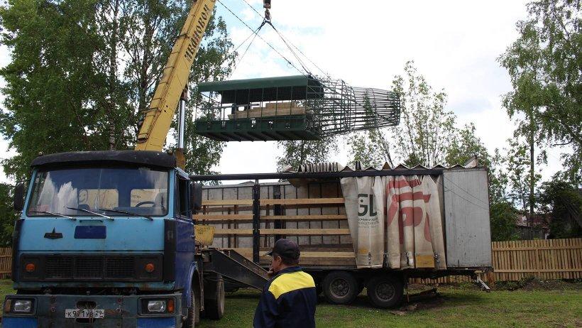 Приступили к установке макета самолета, стапеля для подвесных систем, рукохода. Фото: ГАУ Архангельской области «Патриот»