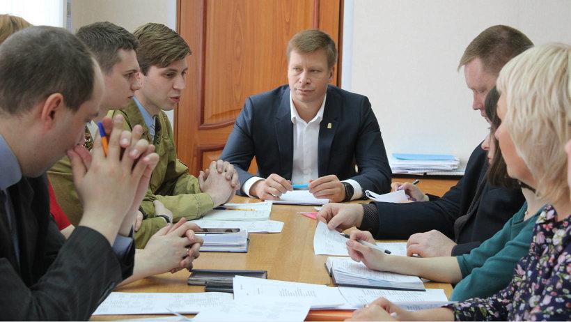 Решено создать на территории районов штаб студенческих отрядов, на конкурсной основе выбрать руководителей