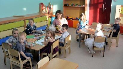 Строители всего за полгода превратили ветхое здание в прекрасный детский сад. Фото газеты «Знамя труда»