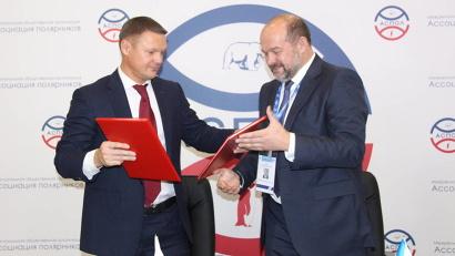 Губернатор Поморья Игорь Орлов и исполнительный директор Стратегического партнерства Алексей Багаряков подписали соглашение о сотрудничестве