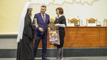 Победителем конкурса «За нравственный подвиг учителя» стала творческая группа «Литературный Север» из Северодвинска.
