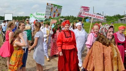Гостей праздника из всех окрестных поселений встретило праздничное театрализованное шествие