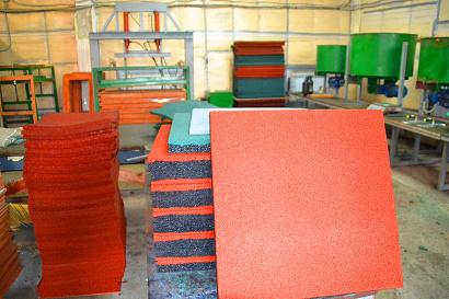 Продукция завода - безопасные и экологичные плитки для детских и спортивных площадок