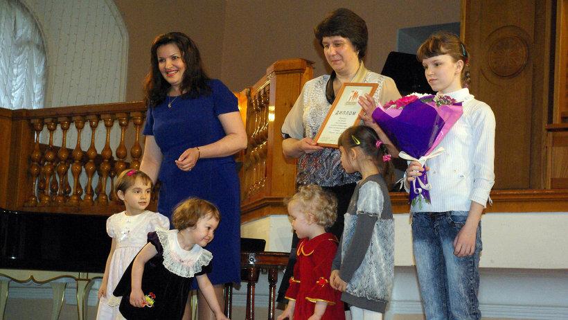 Поздравления принимает многодетная семья Оксаны Гумовской