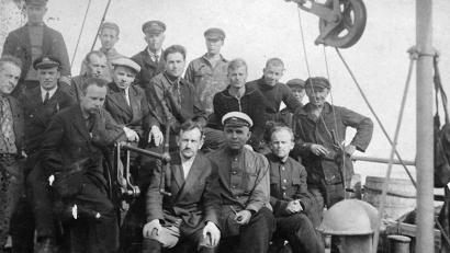 Группа зимовщиков, отправляющихся в бухту Тихую в 1934 году. Фото из архива нацпарка «Русская Арктика»