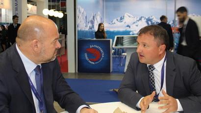 Губернатор Игорь Орлов и генеральный директор компании «Доброфлот» Александр Ефремов