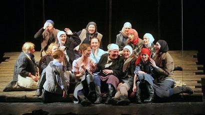 Фрагмент спектакля «Братья и сёстры». Фото из архива Малого драматического театра