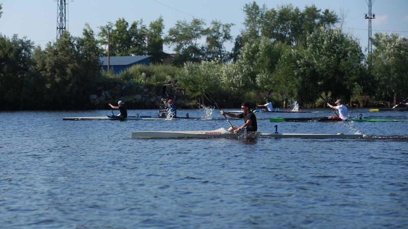 В соревнованиях, которые проходят на базе Исакогорского детско-юношеского центра, участвуют более 60 гребцов