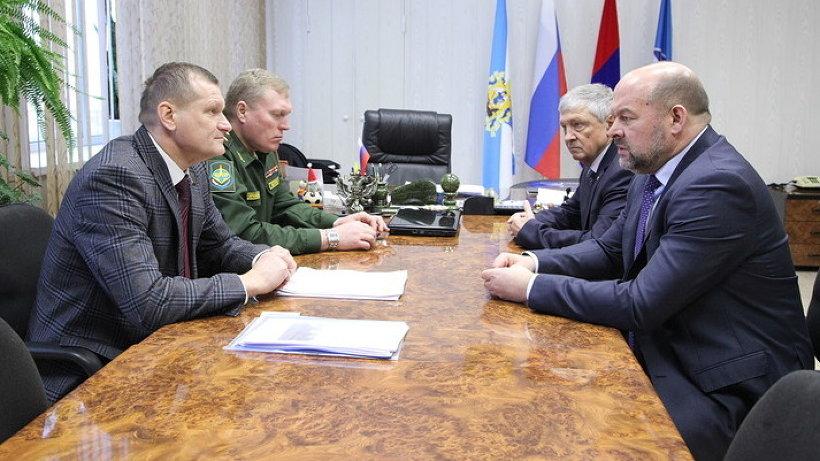 Игорь Орлов обсудил программу развития Мирного с руководством муниципалитета и космодрома
