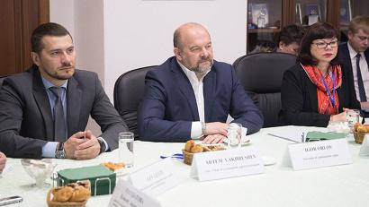 Большое внимание в ходе разговора было уделено перспективам освоения Арктики и вопросам развития Северного морского пути. Фото: Н. Гернет