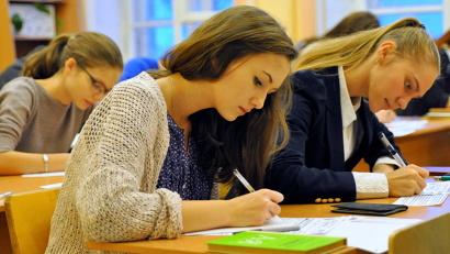 Получив зачёт за итоговое сочинение (изложение), одиннадцатиклассники открывают себе путь к главным выпускным экзаменам