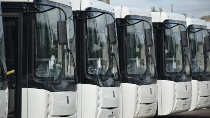 На архангельском предприятии «Автоперевозки» пополнение: 13 пригородных автобусов большого класса и 17 машин малого класса